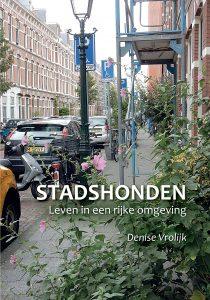 Het boek 'Stadshonden. Leven in een rijke omgeving' is verkrijgbaar in de webshop van Dog Livity